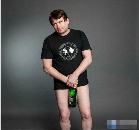 世界上拥有最大JJ的人,乔纳·福尔肯34cm(比啤酒瓶还长)