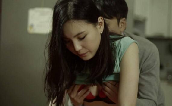 韩国三级 演员列表燃烧不像是一部电影更像是一个生活中的片段很多人就是在我们的生命中突然闯入然后又突然消失只不过这部影片的最后结局让人唏嘘不已2019寄生虫.(图27)
