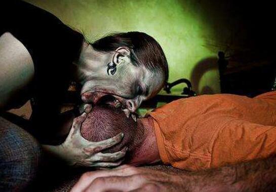 美国食脸男鲁迪·尤金,裸体上街吃掉男人半张脸