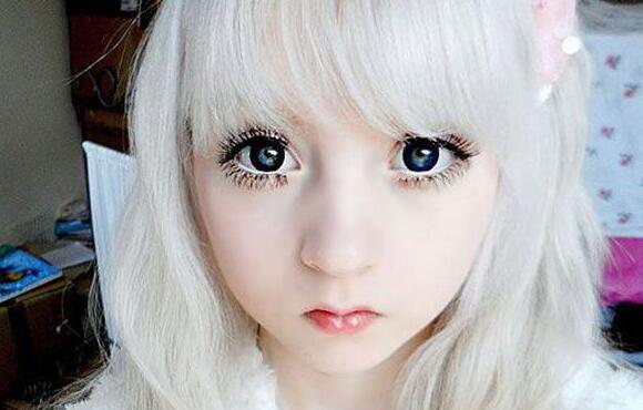 英国15岁白化病萝莉,维纳斯·巴勒莫(被封全球宅男女神)