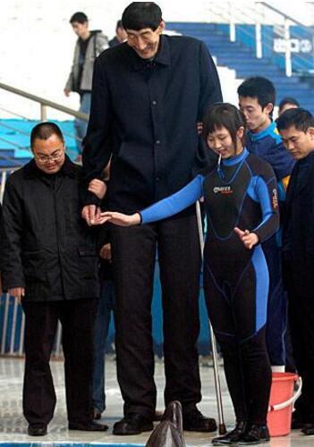中国第一高人,鲍喜顺2.36米(自然生长吉尼斯世界纪录认证者)