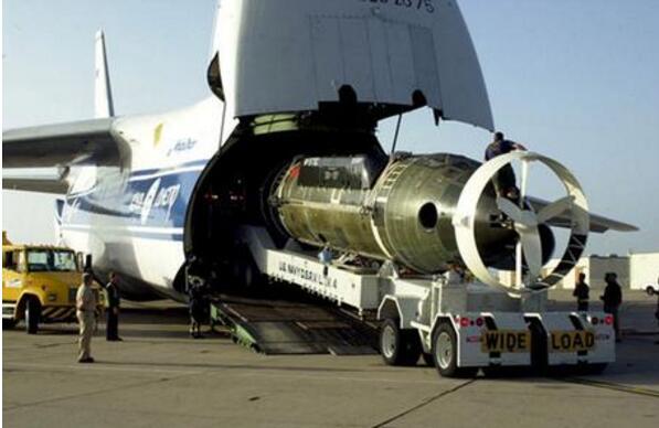世界上最大的飞机,安-225运输机(用来运火车和飞船)
