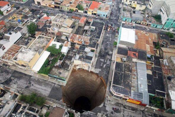 欧冠万博官网登陆末日天坑,重庆小寨天坑直径622米(深666米)