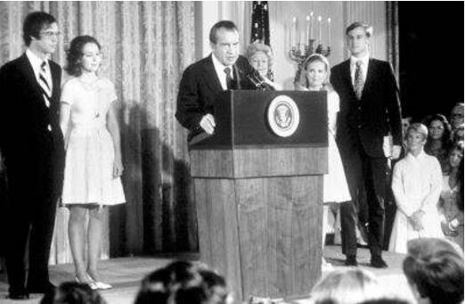 美国尼克松水门事件,直接导致尼克松下台(美国政治丑闻)