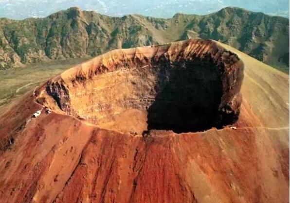 世界十大活火山,意大利维苏威火山(随时都可能爆发)
