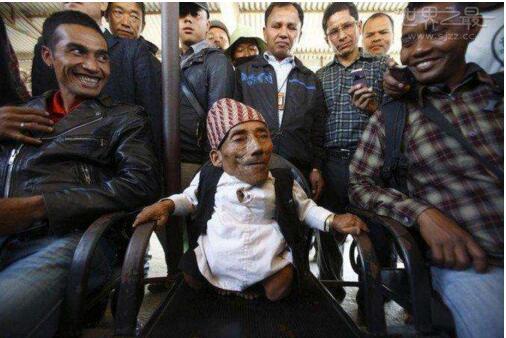 世界上最矮的人,尼泊尔75岁男子钱德拉(身高54.6cm)