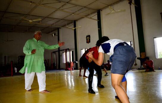 摔跤吧爸爸原型事件,印度真实的冠军家庭人物