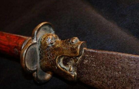 关羽墓出土青龙偃月刀,其实青龙偃月刀并非关羽武器