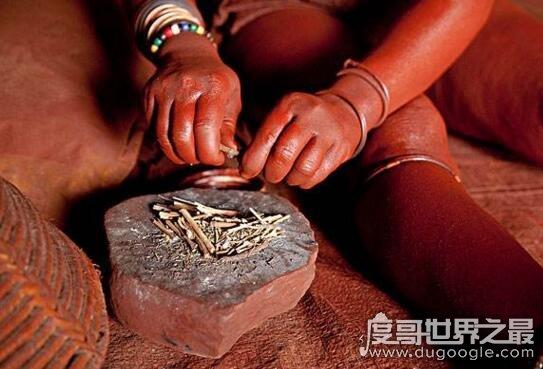非洲纳米比亚辛巴族,女人袒胸露乳一辈子不洗澡