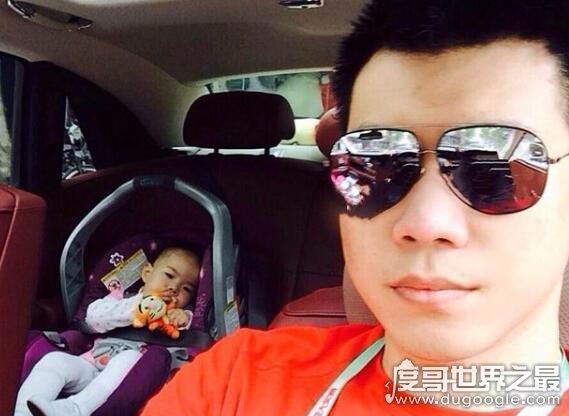 黄毅清父亲到底是谁,父亲是富商还有红色背景(背景不输王思聪)