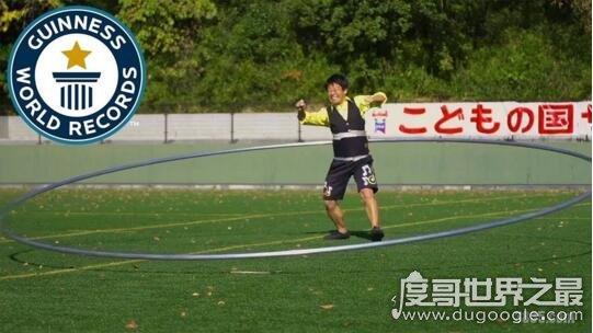 转动世界上最大的呼啦圈5.14米,打破吉尼斯世界纪录
