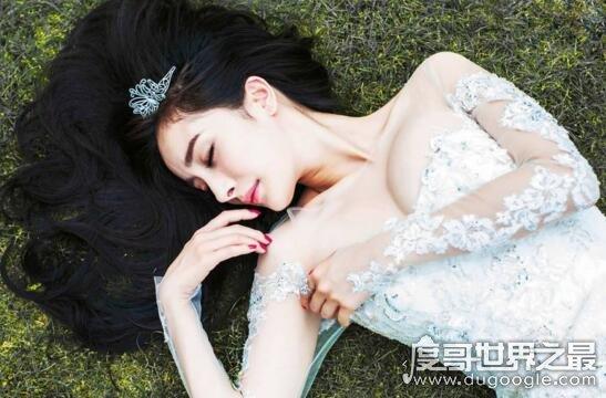 杨幂胸围激增至E罩大奶,娇俏少女如今变性感少妇