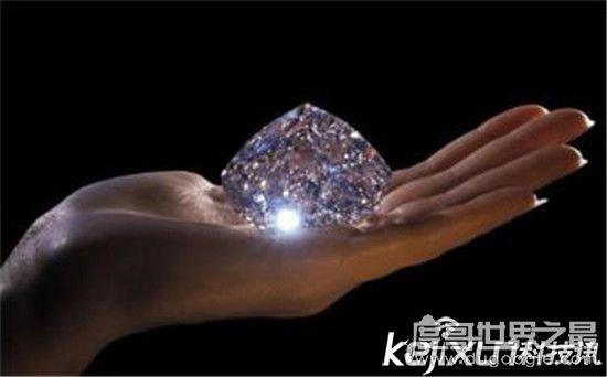 世界上最大的钻石重达3106.75克拉,相当于一个成年男子的拳头
