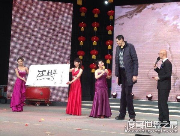 亚洲第一巨人张欢,身高2.38米(但只排在中国高人榜第3位)