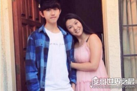 蔡徐坤妈妈演员徐静实力坑儿子,2次错过机会如今C位出道