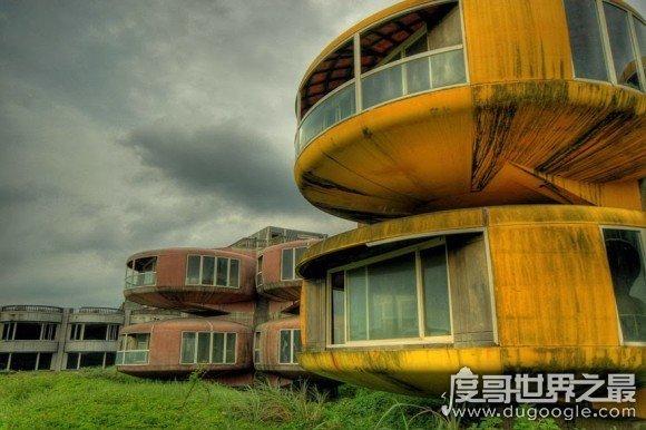 台湾第一鬼镇三芝飞碟屋,揭秘灵异事件真相