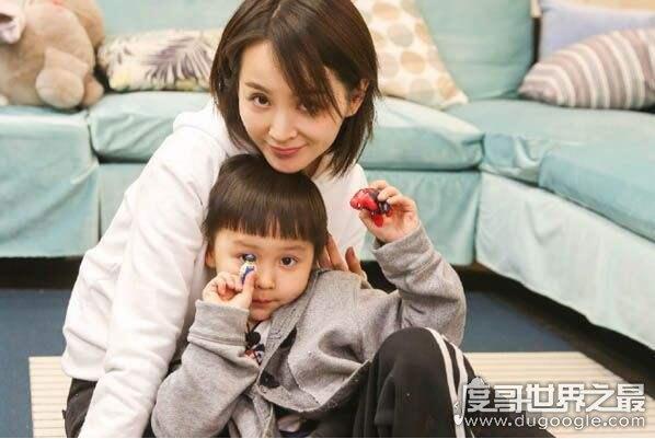 邓莎八卦资料大曝光,邓莎孩子的爸爸是戴眼镜的香港富二代