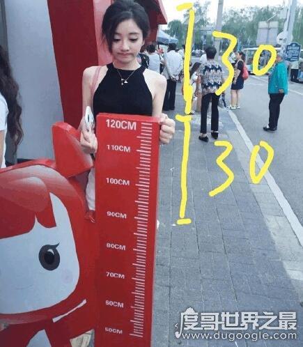 主播冯提莫身高不在是个迷,她自己都承认身高1米5啦