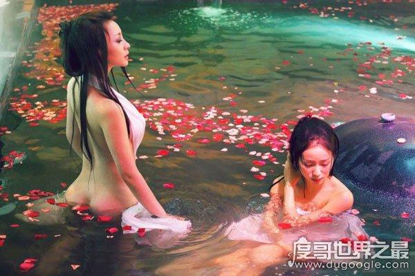 迪丽热巴洗澡图片,大露香肩让人浮想联翩(网友直呼扛不住)