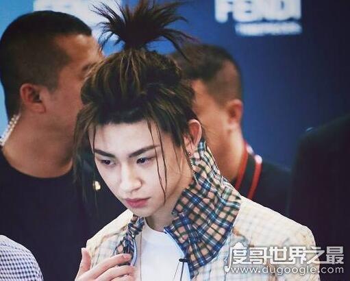 偶像练习生小鬼王琳凯,换了发型的他简直认不出来