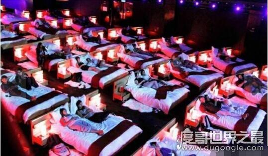 欧冠万博官网登陆最有情调电影院,在奥林匹亚一起躺床上观影