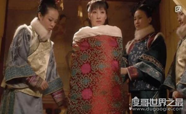 清代妃子被包在被子里抬进皇帝寝宫侍寝,为了保证皇帝的安全