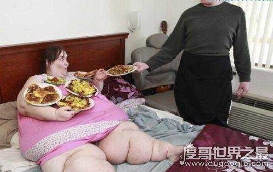 世界上最重的人苏珊娜·埃曼 ,也是世界上最胖的人(有1450斤)