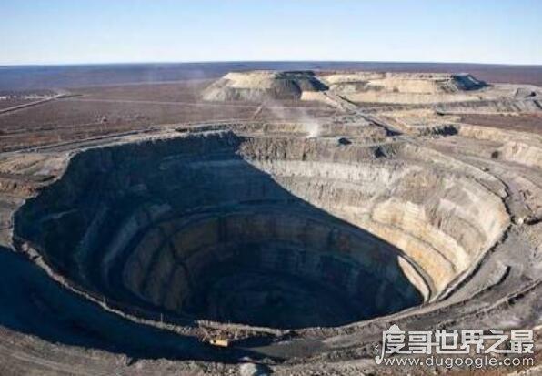 世界最深钻井是科拉超深钻孔,深达12262米(探到了地狱入口)