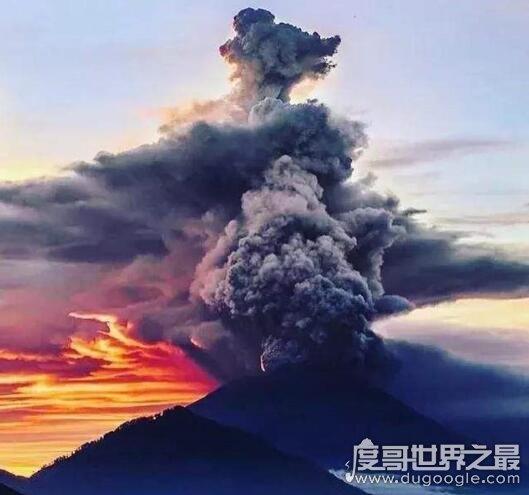 巴厘岛火山爆发频繁,或是太平洋火环活跃的引子(视频)