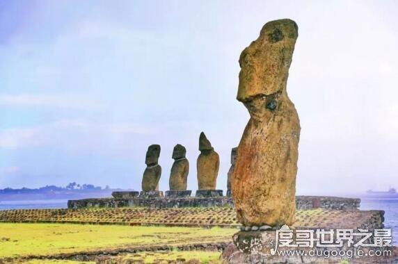 神秘的智利复活岛,巨人石像和文字疑似外星人遗留