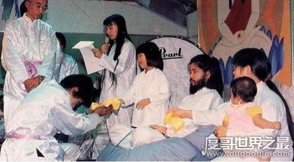 日本奥姆真理教创始人麻原彰晃,被判死刑12年后终于被处决