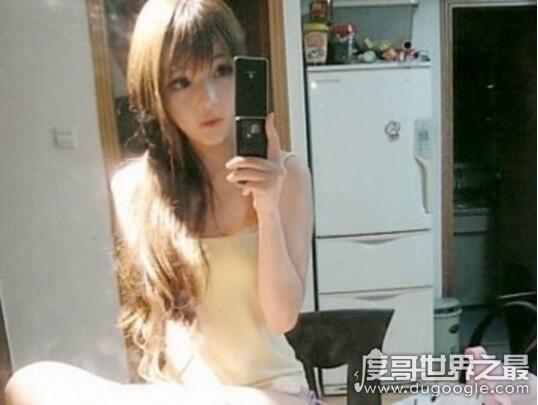 香港王嘉韵被称充气妹,白皙皮肤丰满胸部宛如充气娃娃