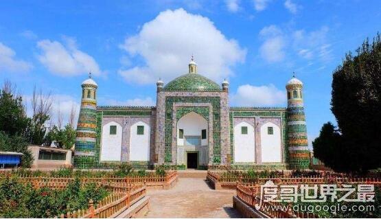 新疆喀什地区的香妃墓是假的,实际是在陶然亭的香冢