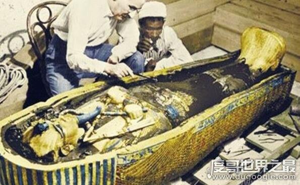 泰坦尼克号沉船之谜真相,神秘诅咒和被不明物袭击