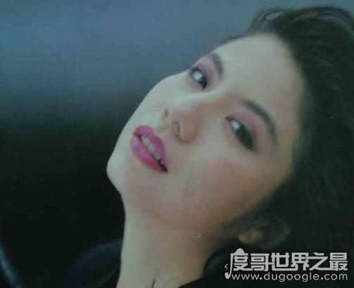 林楚麒出身显赫,曾是黄家驹承认过的女友却被他全家人讨厌