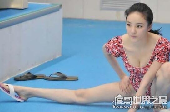 刘雨欣奶头又黑又大非常夸张,哺乳期涨奶胸部爆青筋