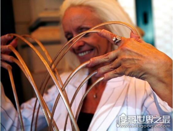 世界上指甲最长的人,李·雷德蒙德指甲长8米65(40年未剪过)