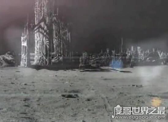 月球发现活嫦娥疑似三眼女人,隐藏在月球背面与世隔绝