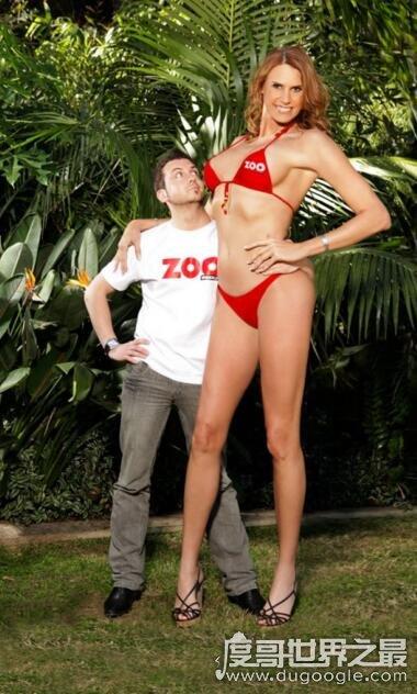 世界上最高的女模特,伊芙·亚玛逊2.03米(最矮的仅1.3米)
