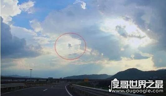 有人拍到了真的孙悟空,30年前有人拍到出现在天空的孙悟空