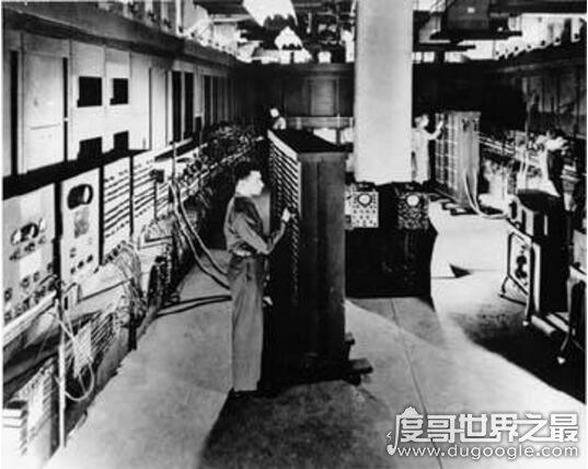 世界上第一台计算机,ENIAC(占地170平/重达30吨)