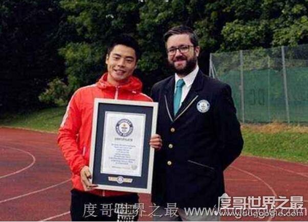 世界上倒立行走最快的人,张爽破3项吉尼斯纪录(50米26秒)