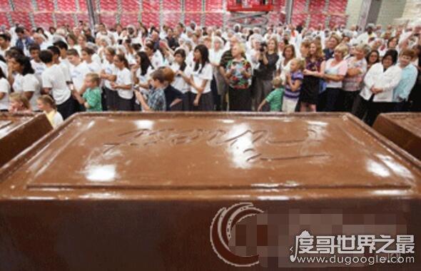 世界上最大的巧克力棒,长6.4米重5.5吨(一年吃都不完)
