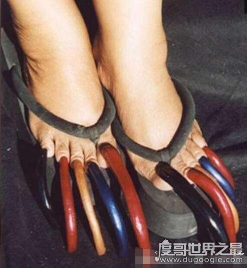 世界上脚趾甲最长的人,最长脚趾甲长达12.7厘米(组图)