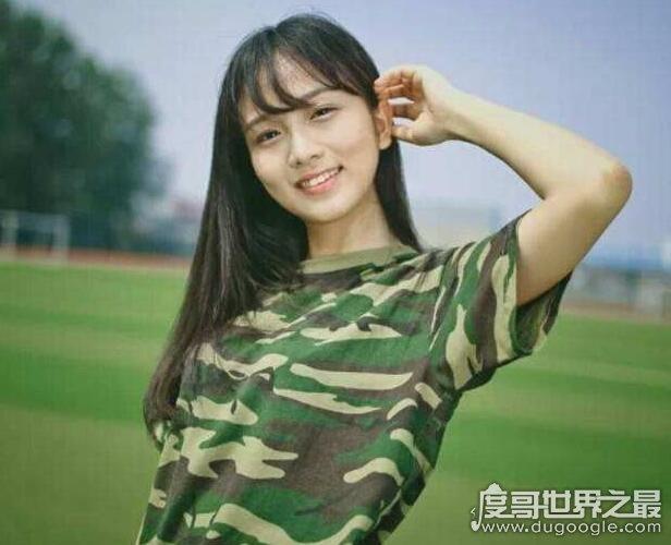 浙大军训女神蔡卓音,清纯甜美的形象受无数人追捧(组图)