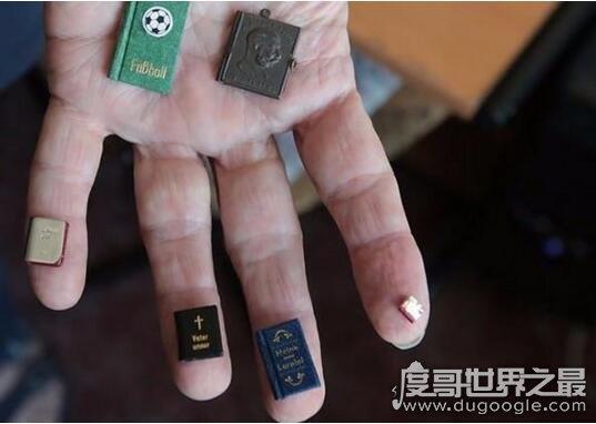 世界上最小的書,僅25微米比人的頭發還小(要用顯微鏡看)