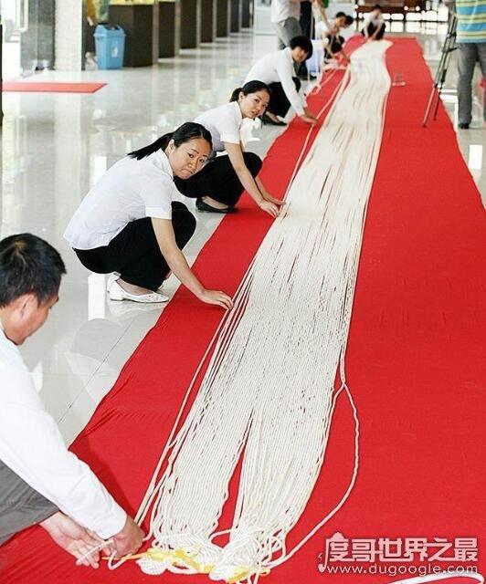 世界最长的珍珠项链,一条由316474颗珍珠组成的项链打破记录