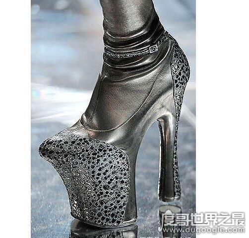 世界上最高的高跟鞋,超过50厘米的高跟鞋看着就让人觉得恐怖