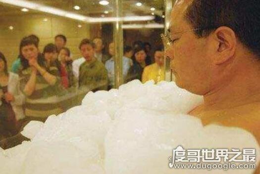 世界上最不怕冷的人,王金图在冰块中呆90分钟打破世界纪录