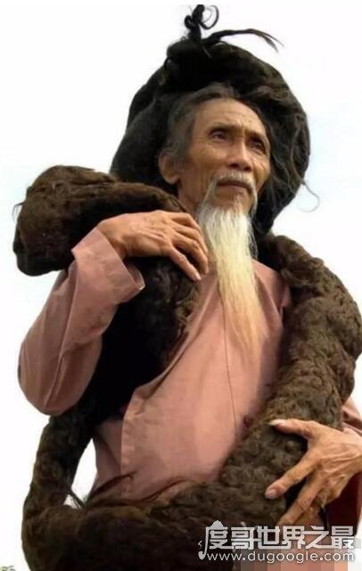 世界上头发最长的男人,越南老人头发长6.8米(50年没剪过)